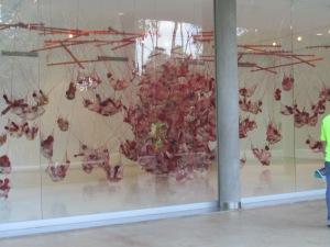 Exposición dentro de una de las galerías.